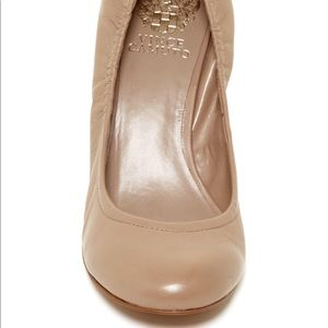 VINCE CAMUTO Elmay wedge in Tan. Size 9M